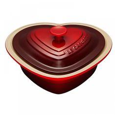 Керамическое глубокое блюдо-сердце 2.4 л с крышкой от Le Creuset, вишнево-красный цвет