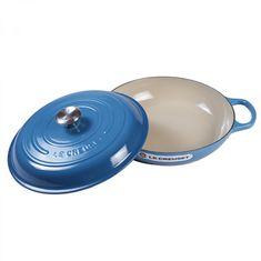 Чугунная низкая круглая кастрюля для запекания (жаровня) с крышкой от Le Creuset, 30 см, синий цвет марсель